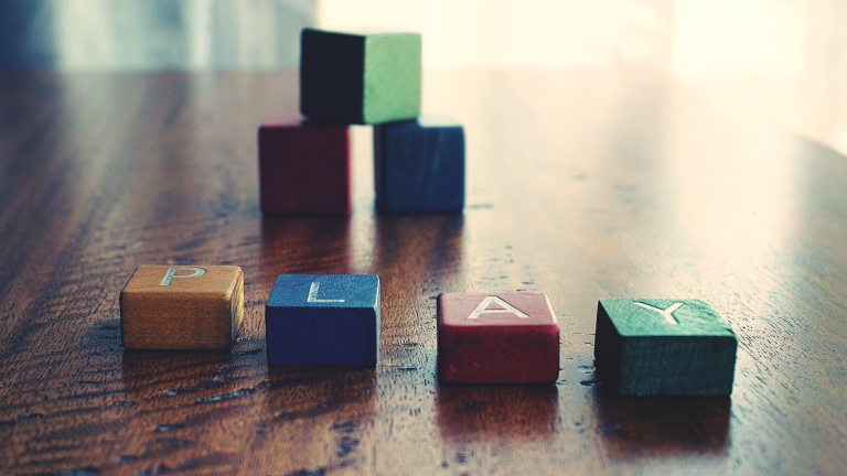 depth-of-field-photograph-of-block-toys-1275235